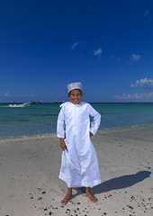 Boy laughing on the beach, Masirah Island, Oman (Eric Lafforgue) Tags: boy island kid child flash ile arabian oman quantum omn  omani masirah  arbia lafforgue haselblad masira om  omo umman omaan     omna omanas umn 4459330