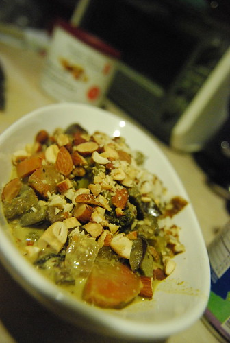 Vegetable curry with nuts