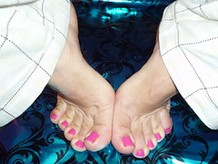P1000918 (gorgeousglamtoesies2) Tags: feet foot toes toe polish nails flipflops salon pedicure nailpolish polished pedicures nailsalon salons mensfeet guyfeet polishedtoes polishednails mensnails hotpinktoenails menspedicures panasonicdmcfx500 panasoniclumixdmcfx500