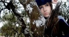 Ana (KOGOLLOShoot.) Tags: tree girl face eyes chica expression olivo pensativa dubitative