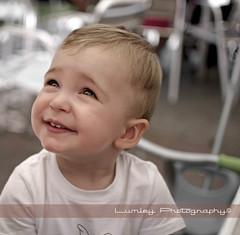Sonríe... (Lumley_) Tags: 35mm photography nikon bebé sonrisa f18 18 lumley niño dx fotografía sonríe d300s