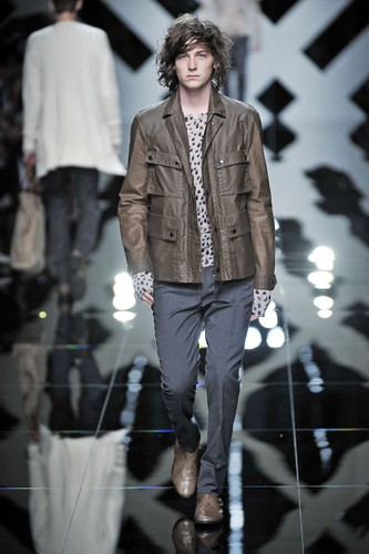 George Craig314_SS10_Burberry Prorsum(first VIEW)