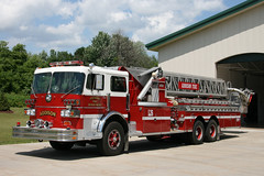 Sutphen ladder truck: Addison Michigan (RickM2007) Tags: addison sutphen ladder26 l26 addisonmichigan sutphenfireapparatus sutphenladdertruck michiganfiredepartment sutphenapparatus addisonfiredept addisonfire addisontwpfiredepartment