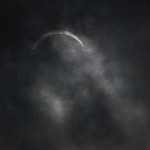 Rainy solar eclipse in Shanghai (by niklausberger)