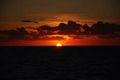 aTaRDeCeR eN SiCiLia (RoOoOo!!!) Tags: ocean sunset sea atardecer boat mar italia barco palermo sicilia oceano crucero desafiocualquiercosa
