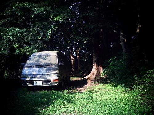 森にワゴン車