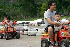 IMG_8490 (Yiwen103) Tags: 內灣 新竹 卡丁車 碰碰船 踏踏球