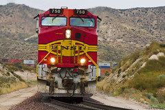 Warbonnet in Your Face. (K-Szok-Photography) Tags: california canon outdoors trains socal transportation canondslr bnsf locomotives cajon sbcusa kenszok