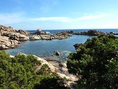 Sur le sentier littoral au S de Capu di Fenu : et une cala, une (la première ou la dernière selon le sens) !