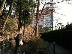 四季の湯温泉への道とホテルヘリテイジ