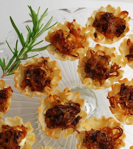 Savory tarts carm. onion