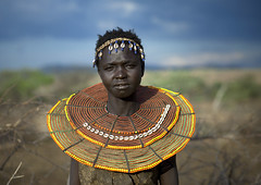Pokot girl with a giant bead necklace - Kenya (Eric Lafforgue) Tags: africa portrait people face beads kenya culture tribal human tribes bead afrika tradition tribe ethnic tribo gens visage afrique ethnology tribu eastafrica beadednecklace qunia 7598 lafforgue ethnie  qunia    beadsnecklace kea    humainpersonne a