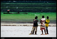 Spectators - Boffa (Giovanni Gori) Tags: africa morning sea wild vacation holiday beach clouds sunrise table landscape geotagged dawn landscapes boat fishing fisherman sand nikon mare kenya scenic spectators spiaggia paesaggio wildness d90 kilifi africanpeople boffa nikkor18200mmvrii thephotographersassociation giovannigori