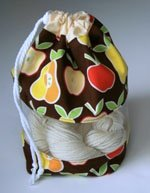 Peek-a-boo Bag - Alexander Henry (apples + pears)