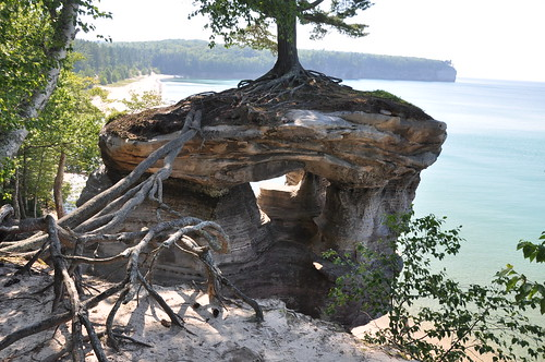 Αποτέλεσμα εικόνας για pictured rocks national lakeshore, chapel rock