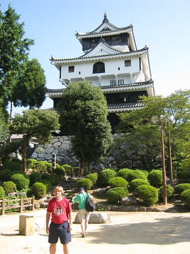 However, Iwakuni Castle does not have a moat. Elevation protects this place.
