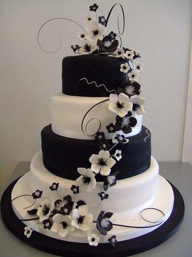 Monochrome wedding cake by www.cakechester.co.uk por CAKE Chester.
