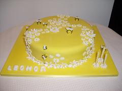 bolo Margaridas e abelhas (Isabel Casimiro) Tags: cake christening playstation bolos bolosartisticos bolosdecorados bolopirataecupcakes bolopirata bolosdeaniversrocakedesign bolosparamenina bolosparamenino