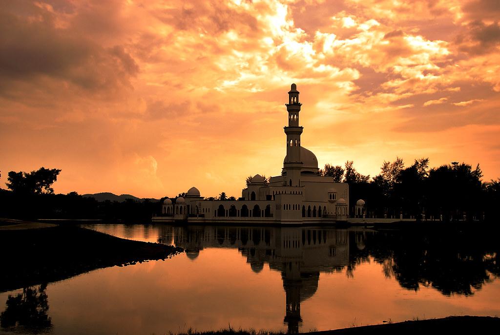 Tengku Tengah Zaharah Mosque   Masjid Terapung