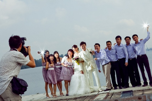 Group shot on actual day wedding outdoor with secondary photographer - strobist
