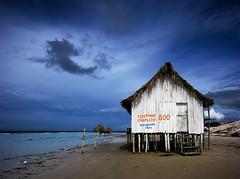 Espetinho Completo 8.00 (Jim Skea) Tags: brazil praia beach brasil peace paz hut cabana silence tranquilidade 2009 emptiness par silncio solido quietness maracan vazio algodoal praiadaprincesa espetinho lowseason ilhadoalgodoal ilhademaiandeua baixaestao f64g14r4win