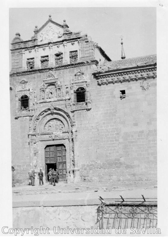 Museo de Santa Cruz a principios del siglo XX. Fototeca de la Universidad de Sevilla.