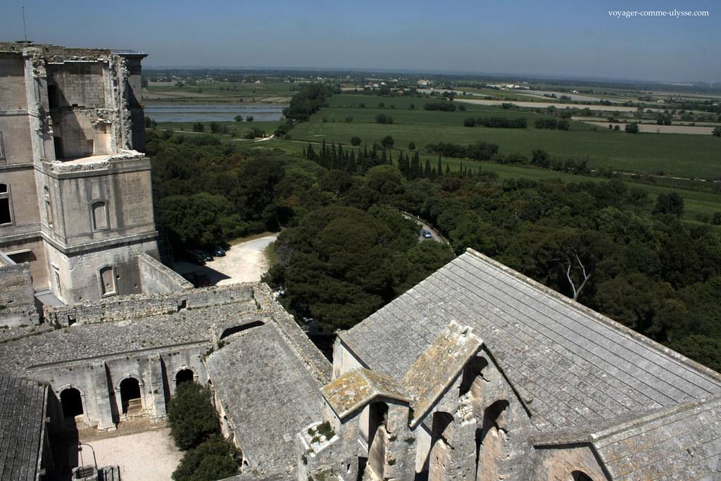 Du haut de la tour, une vue époustouflante de la région, au pied des Alpilles