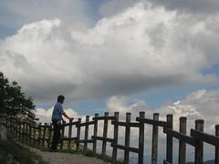 Monte Autore - Siamo noi, quelli che hanno visto il monte siamo noi... (dabliuph) Tags: sky clouds sentiero ohhh cloudscapes numbs montisimbruini monteautore flickraward
