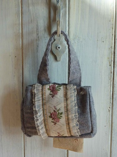 """Lavender purse • <a style=""""font-size:0.8em;"""" href=""""http://www.flickr.com/photos/35733879@N02/3948275170/"""" target=""""_blank"""">View on Flickr</a>"""
