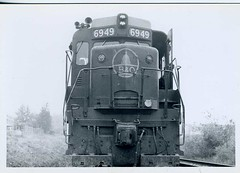 Baltimore & Ohio EMD GP30 #6949 (Charlie Carroll) Tags: railroad diesel locomotive bo emd gp30 chessiesystem baltimoreohio 6949