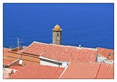 Castelsardo al mar (Cerdea) (Sigurd66) Tags: sardegna sea italy mer mar meer europa europe italia mare sardinia zee italie sardaigne cerdea panormica sardenya wochy castelsardo sardinie sardigna sardynia sardenha golddragon  sardinna zerdenya