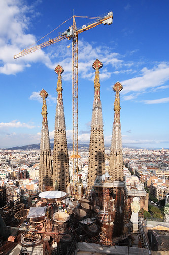 Work continues at La Sagrada Familia by tom.wright.