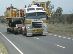 Gold Springs oversize Aerodyne (Black thunder_84) Tags: truck gold australia springs heavy coe oversize kenworth haulage cabover k104