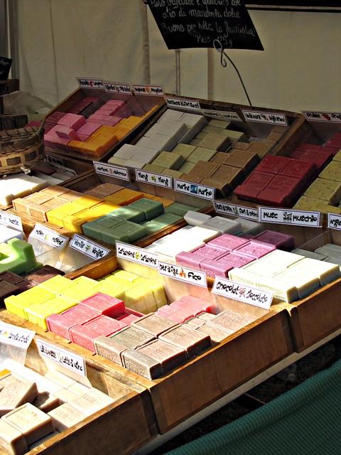 Au marché: savons parfumés