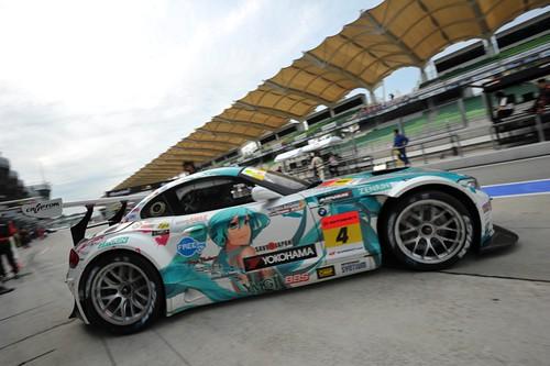 110620(2) - 全球史上第一輛「Super GT 房車賽」痛車《初音ミク BMW Z4 GT3》誕生4年終於奪冠!痛宰《花枝娘》《新世紀福音戰士》《麥哈GOGOGO》等對手!