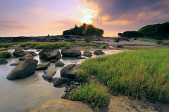 Escape (tropicaLiving - Jessy Eykendorp) Tags: light sunset sky bali sun west nature water colors grass clouds canon indonesia landscape eos coast rocks delta efs 1022mm tanahlot 50d outdoorphotography tropicaliving hitechfilters rawproccessedwithdigitalphotopro tiffproccessedwithadobephotoshopcs3