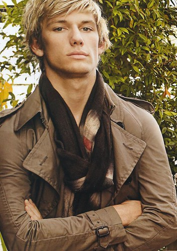 Alex Pettyfer5010_Burberry(Pen244_2009_05_15)