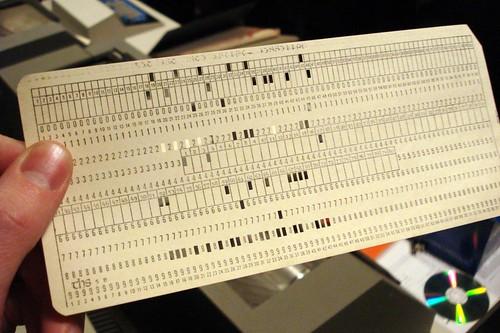 Thumb Leyendo un documento de computación como si fuera 1965