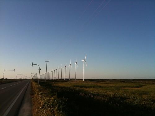 iPhoneにて、その1@道道106号線。有名な風車の列