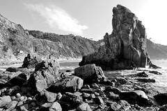 playa del silencio 2 (www.mazintosh.es + 1.000.000 Views) Tags: blanco negro asturias playa cudillero rocas silencio mazintosh gavieru