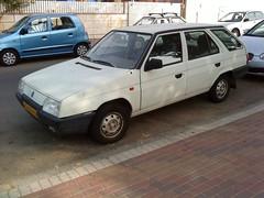 Skoda Favorit Estate (Yohai_Rodin) Tags: car crap rusted banger