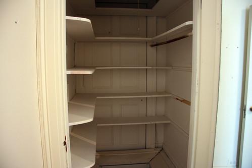 RB - 004e - Closet