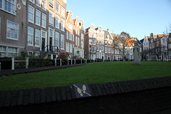 Beguinage Netherlands (sebastien banuls) Tags: voyage city travel autumn winter holland rooftop netherlands amsterdam bicycle photography canal europe cityscape photographie nemo centre capital nederland thenetherlands bridges railway tunnel lloyd prinsengracht  bibliotheek kerk compagnie maritimemuseum hoc jordaan overview sloterdijk gracht oosterdokseiland korte oosterdokskade westerkerk openbare begijnhof ijtunnel stadsarchief  rijp langejan vocship hoofdstad amstersam khl scheepsvaartmuseum oostindische nemosciencecenter publiclibraryamsterdam nederlandvandaag hartjeamsterdam amsterdamchannel deouwewester vereenigde