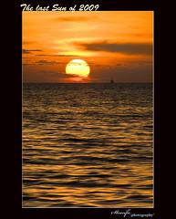 2009 ended with beautiful Sunset (Shunfa Teh) Tags: blue sunset red sky flower green beach nature landscape penang 风景 pantai 叶子 花草 eggyolk a300 摄影 pulaupinang 自然科学 sal75300 青草 sonya300 sungaibatu 自然环境 景色摄影