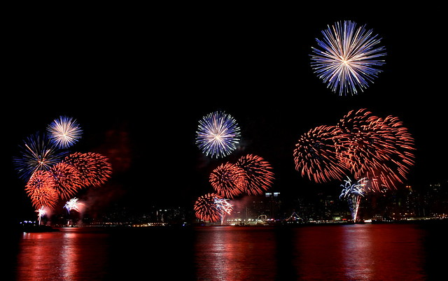 Macy's 4th of July Fireworks over the Hudson River & Manhattan, 2009 (large)