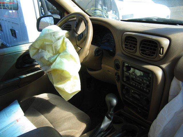 02 TrailBlazer interior