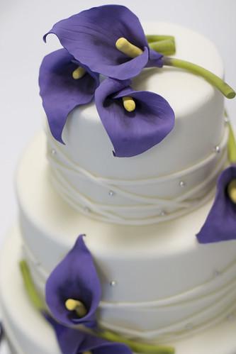 Blue Lily Wedding Cake For more cakes visit wwwstudiocakecom