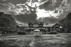 Dalen Hotel (JarleR) Tags: old sky bw norway garden dark hotel norge wooden spooky sh telemark hdr hotell dalen dalenhotel hoteldalen