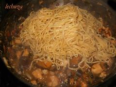 noodles de teriyaki con kombu-añadir noodles