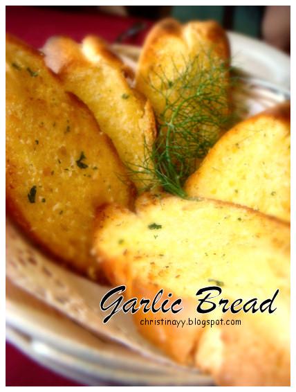 Angelo's House Restaurant Toowoomba: Garlic Bread